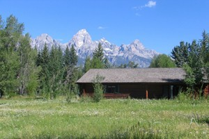 Dornan's Resort : Historic cabins on the banks of the Snake River, with stunning views of the Grand Tetons. Located Resort includes market/gas, restaurant/bar, wine shop, outdoor shop/rentals.