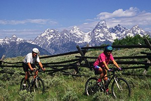 Teton Mountain Bike Tours - fun for all ages :: Enjoy fun full- and 1/2-day guided bike tours showing Teton highlights. Easy riding for all ages (full suspension bikes) including kids, plus multi-day package options.