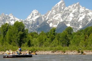 Solitude Float Trips - Book Online, save $5/person :: Scenic raft trips inside Grand Teton Park on the Snake River. Enjoyable half-Day trips for family, reunion & retreat groups for all ages. Stellar reputation and fun guides.