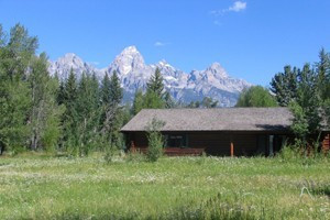 Dornan's Spur Ranch Cabins :: Historic cabins on the banks of the Snake River, with stunning views of the Grand Tetons. Located Resort includes market/gas, restaurant/bar, wine shop, outdoor shop/rentals.