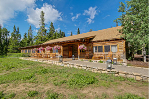 Grand Teton Lodge Company - Stay Inside The Park :: Choose from the quaint Jenny Lake Lodge or the full-service Jackson Lake Lodge. Dining, activities, and lodging on the shores of Jackson and Jenny Lakes.