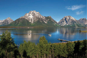 Jackson Lake Scenic Boat Cruise :: A Scenic Lake Cruise will place you in the shadow of Mount Moran while you learn about local history and geology. A dinner lake cruise to Elk Island is perfect for the family!
