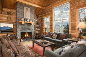 Rendezvous Mountain Rentals - Luxury Homes :: Browse our selection of luxury private home & cabin rentals at the Aspens and the base of Jackson Hole Mountain Resort.  Only a short walk to premier shopping & fine dining.
