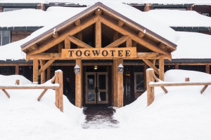 Togwotee Mountain Lodge: World Famous Snowmobiling