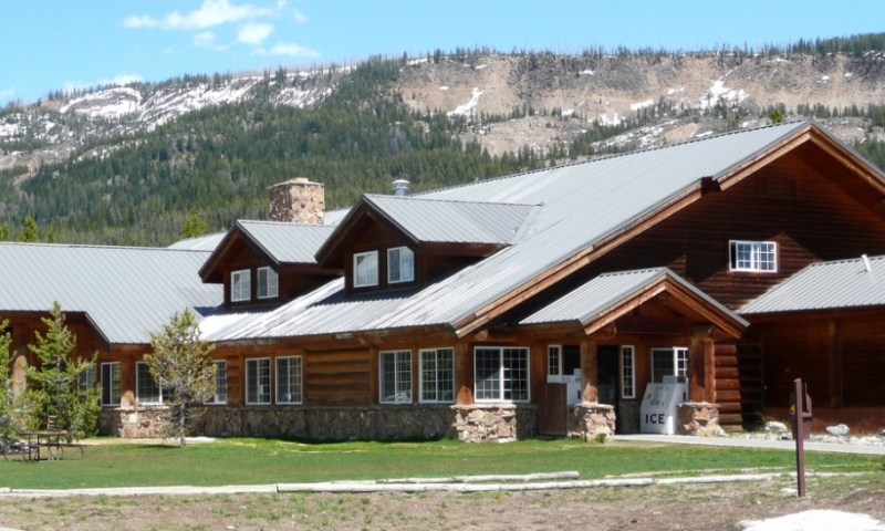 Flagg ranch village wyoming grand teton yellowstone for Yellowstone log cabin hotel